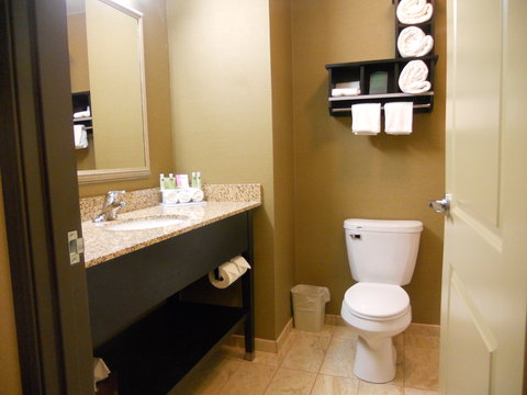 Holiday Inn Express & Suites GREENSBURG - Guest Bathroom