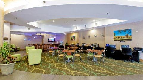 Holiday Inn GAINESVILLE-UNIVERSITY CTR - Hotel Lobby