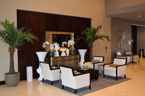Holiday Inn Hotel & Suites EAST PEORIA - Hotel Lobby