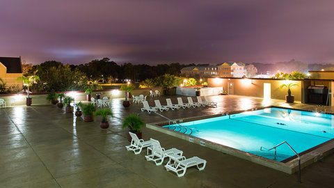 Holiday Inn GAINESVILLE-UNIVERSITY CTR - Rooftop Pool at Night