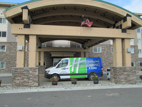 Holiday Inn Express & Suites FAIRBANKS - Our brand new hotel shuttle