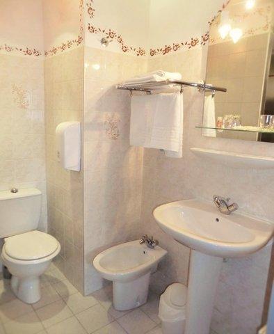 INTER-HOTEL du Parc - Bathroom