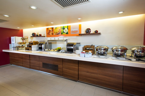 Holiday Inn Express EXETER M5, JCT. 29 - What will you choose for your inclusive breakfast