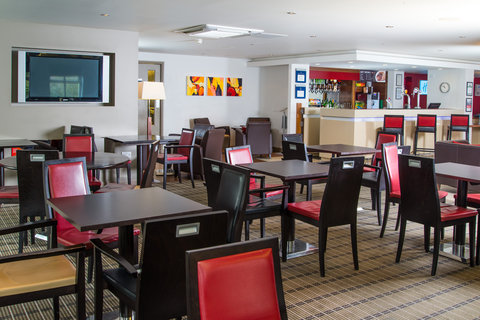 Holiday Inn Express EXETER M5, JCT. 29 - Catch up with the news during breakfast