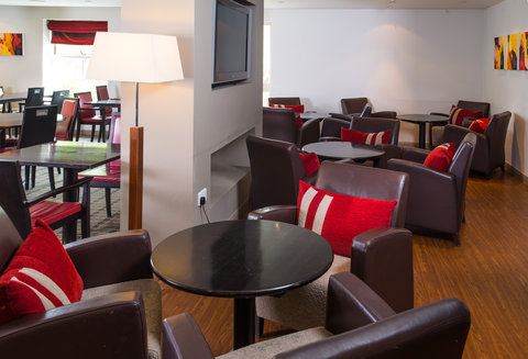 Holiday Inn Express EXETER M5, JCT. 29 - Our Great Room is a comfortable setting for you to work in