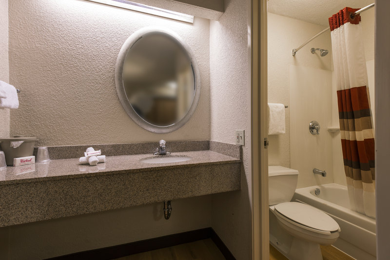 Red roof inn in taylor mi 48180 citysearch for P bathroom suites cheap