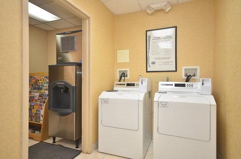 Holiday Inn Express & Suites ALBUQUERQUE MIDTOWN - Public Laundry