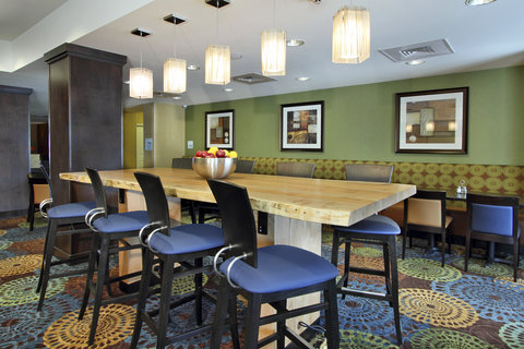 Holiday Inn Express & Suites COLORADO SPRINGS-FIRST & MAIN - Enjoy your FREE breakfast at our beautiful Colorado Springs hotel