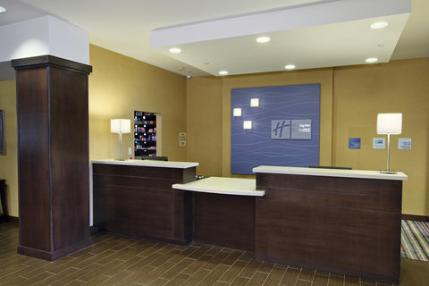 Holiday Inn Express & Suites COLORADO SPRINGS-FIRST & MAIN - Front Desk