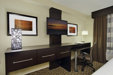 Holiday Inn Express & Suites COLORADO SPRINGS-FIRST & MAIN - Spread out in our spacious Colorado Springs hotel suite