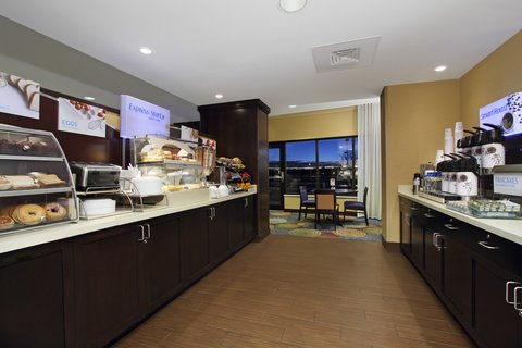 Holiday Inn Express & Suites COLORADO SPRINGS-FIRST & MAIN - Free Express Start hot breakfast at our Colorado Springs hotel