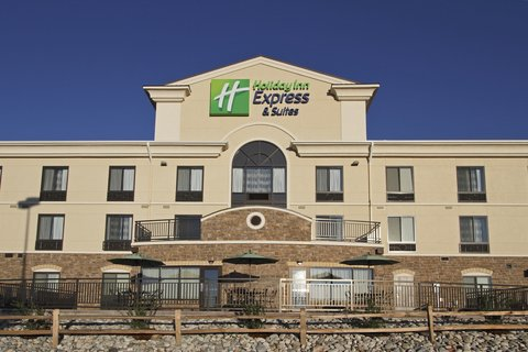 Holiday Inn Express & Suites COLORADO SPRINGS-FIRST & MAIN - Outdoor Patio at Our Beautiful Colorado Springs Hotel