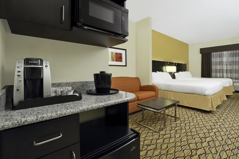 Holiday Inn Express & Suites COLORADO SPRINGS-FIRST & MAIN - Sleep well in our spacious Colorado Springs hotel suite