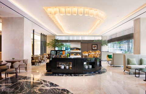 Crowne Plaza BANDUNG - The Deli Cake shop by Mosaic restaurant in Bandung