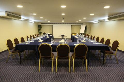 هوليداي إن ديونز - Meeting Room