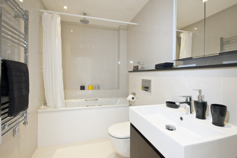 Manson Place - 2 Bedroom Deluxe Bathroom