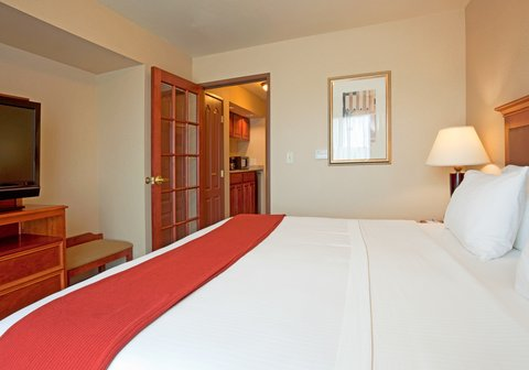 Holiday Inn Express & Suites WAUSAU - King Bed Guest Room