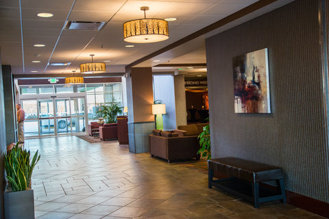 Holiday Inn Des Moines-Downtown-Mercy Campus - Hotel Lobby Holiday Inn Downtown Mercy