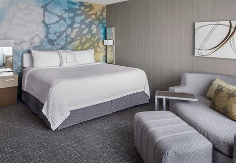 Courtyard Charlotte City Center - King Guest Room