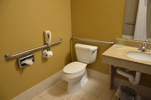 Holiday Inn Express Hotel & Suites Amarillo South - Guest Room Bathroom