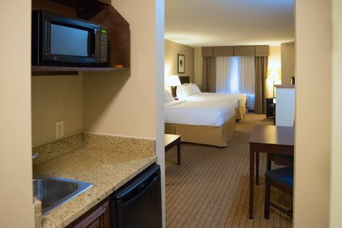 Holiday Inn Express DEVILS LAKE - Two Queen Suite