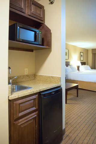 Holiday Inn Express DEVILS LAKE - Kitchenette for Suites