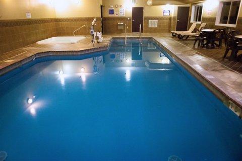 Holiday Inn Express DEVILS LAKE - Swimming Pool