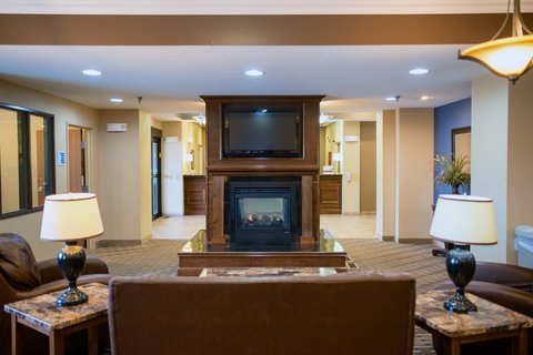 Holiday Inn Express DEVILS LAKE - Seating Area w Fireplace