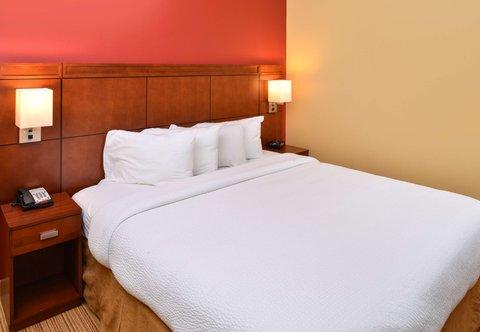 Courtyard Columbia Northeast/I-77 - King Suite Bedside Amenities