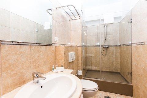 Crystal Palace Hotel - Standard room bathroom