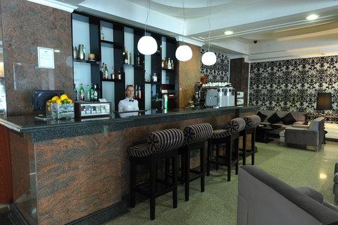 Crystal Palace Hotel - Retro bar   lounge