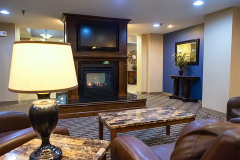 Holiday Inn Express DEVILS LAKE - Great Room Fireplace