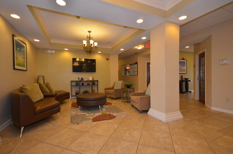 Candlewood Suites CLARKSVILLE - Hotel Lobby