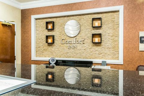 Comfort Inn Evansville - Front Desk