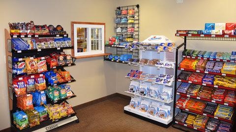 Holiday Inn Express & Suites MOUNTAIN IRON (VIRGINIA) - Lobby Market