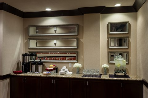 Crowne Plaza ANCHORAGE-MIDTOWN - Coffee service available at Crowne Plaza Anchorage-Midtown