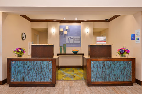 Holiday Inn Express & Suites FRESNO (RIVER PARK) HWY 41 - Hotel Lobby
