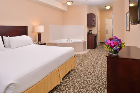 Holiday Inn Express & Suites FRESNO (RIVER PARK) HWY 41 - Jacuzzi Suite