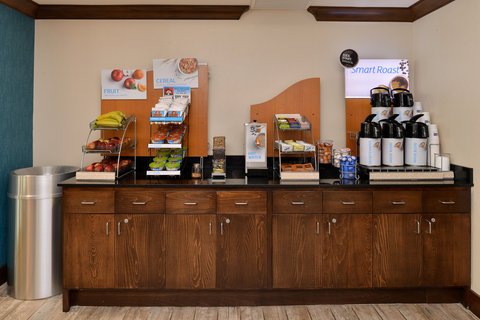 Holiday Inn Express & Suites FRESNO (RIVER PARK) HWY 41 - Breakfast Bar