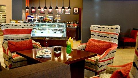 فندق هوليدي ان - La Mode Cafe
