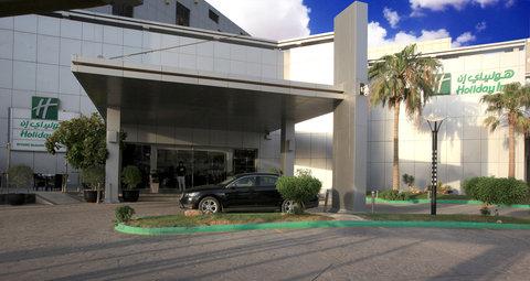 فندق هوليدي ان - Hotel Exterior