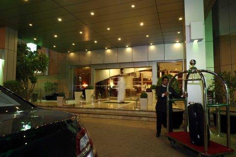 فندق هوليدي ان - Entrance