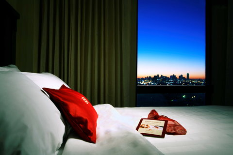 Crowne Plaza DALLAS-MARKET CENTER - Double Bed Guest Room