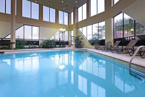 Crowne Plaza DALLAS-MARKET CENTER - Swimming Pool