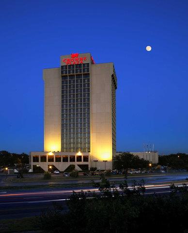 Crowne Plaza DALLAS-MARKET CENTER - Crowne Plaza Dallas Market Center Hotel