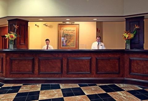 Crowne Plaza DALLAS-MARKET CENTER - Front Desk