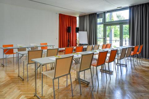 Tranzit Hotel - Meeting Room