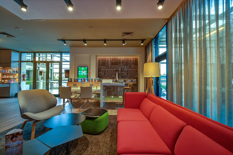 Tranzit Hotel - Hotel Lobby