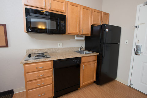 Candlewood Suites BISMARCK - Fully Equipped Kitchen