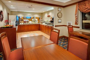 Restaurant - Holiday Inn Express Hotel & Suites Easton